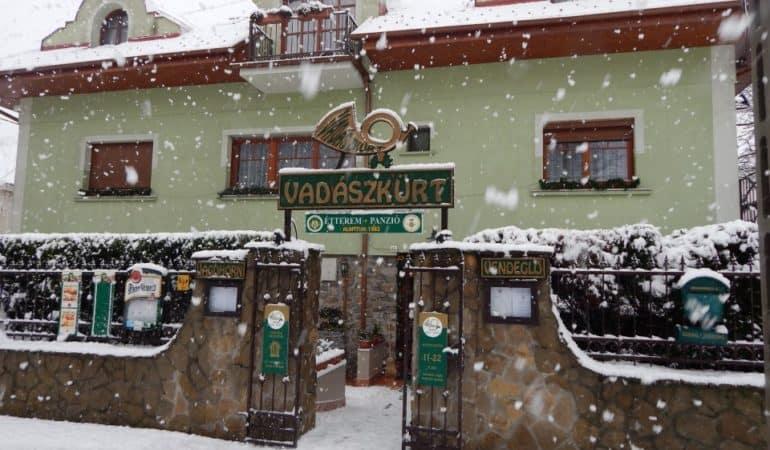 Soproni Vadászkürt Panzió és Étterem télen